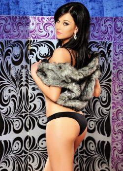 Страстная девушка ищет мужчину для горячего секса в Казани